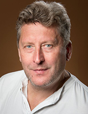 Александр Кокшаров в роли отца